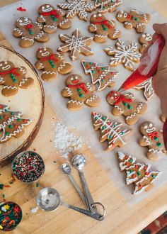 Kiel's Famous Gingerbread Cookies – Classy Girls Wear Pearls - Kuchen Rezepte Christmas Sweets, Christmas Goodies, Christmas Gingerbread, Gingerbread Houses, Christmas Stocking, Christmas Christmas, Xmas Cookies, Sugar Cookies, Baking Cookies