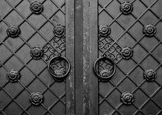 ARXI - Wearable Architectural Details by Konstantin Kofta. Konstantin Kofta SS16© KOFTA. https://www.yatzer.com/konstantin-kofta-ss16