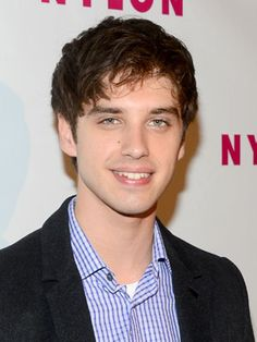 David Lambert Star of ABC Family's The Fosters, Lambert can speak Spanish fluently thanks to his Puerto Rican mother.Celebrities Who Are Fluent in Spanish