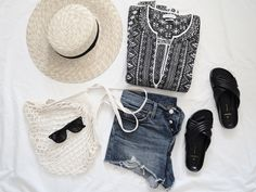 PACKING FOR THE ISLAND | a post by Mirjam from www.miiju.ch | TOPSHOP straw hat | ISABEL MARANT 'Bloom' tunic | RAY BAN 'Wayfarer' sunnies | PIECES crisscross slides | FILT by THE LINE net bag | LEVIS '501 vintage' shorts | & OTHER STORIES bikini | MANSUR GAVRIEL 'saddle crossbody' bag