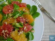 Citrusový salát s listy a praženými semínky / citrus salad with toasted sunflower seeds