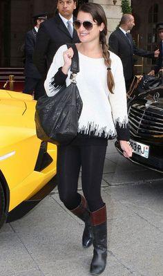 Confortável e estiloso, esse look com blusa, legging e bota montaria da Lea Michele é perfeito para viajar!