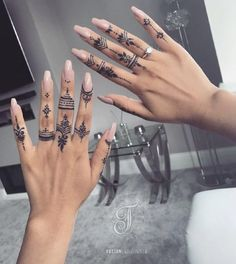 Henna Tattoo Hand, Henna Tattoo Designs, Henna Tattoo Muster, Simple Henna Tattoo, Finger Tattoo Designs, Mehndi Designs For Fingers, Tattoo Art, Diy Tattoo, Tribal Hand Tattoos