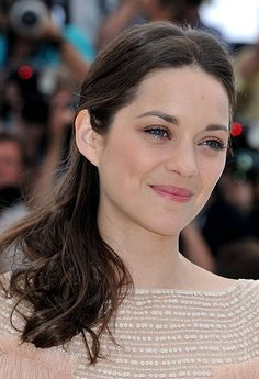Actress Marion Cotillard poses at the 'De Rouille et D'os' Photocall during the Annual Cannes Film Festival at Palais des Festivals on May Marion Cotillard Style, Marion Cottilard, Palais Des Festivals, French Actress, Soft Classic, Celebs, Celebrities, Cannes Film Festival, Parisian Style