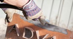 Procedeul de sablare reprezinta toate actiunile prin care un produs din fier este curatat de rugina si de straturile vechi de vopsea.