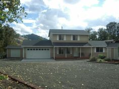 View 16 photos of this $325,500, 3 bed, 2.0 bath, 1680 sqft single family home located at 14201 N Bank Rd, Roseburg, OR 97470 built in 2005. MLS # 14543705.
