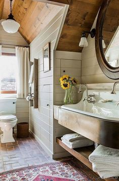 55 Beautiful Urban Farmhouse Master Bathroom Makeover - Page 24 of 59 Attic Bathroom, Small Bathroom, Bathroom Ideas, Bathroom Colors, Master Bathrooms, Bathroom Designs, Bathroom Wall, Bathroom Inspiration, City Bathrooms