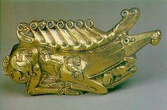 Золотая бляха в виде оленя — украшение щита. Куль-Оба. IV в. до н. э. Эрмитаж. Куль-Оба — скифский царский курган