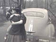 There is nothing sweeter in the world than a kiss. A kiss from your beloved, a child, a friend. Vintage Couples, Old Couples, Vintage Romance, Vintage Love, Vintage Black, Vintage Cars, Vintage Photographs, Vintage Photos, Old Fashioned Love