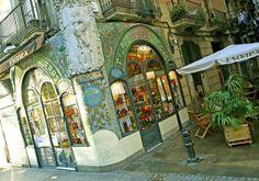 Bonavista's favorite centenary shops in Barcelona: 1. Herbalist's shop: Herbolari del rei(1823) 2. Hat shop: Sombrerería Obach(1924) 3. Cutlery shop: La Ganiveteria Roca (1911) 4. Music instrument shop: la Casa Beethoven (1880) 5. Cake shop :la Pastisseria Escribà (1820) #Barcelona #CentenaryShop #Heritage #Antic #Top5 #Authentic #Culture #bonavista