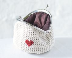 Value your heart with this lovely Love My Heart coin purse, either for yourself or for someone you want to give your heart to. It is a simple way to