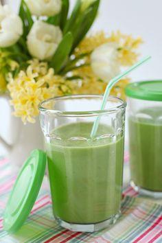 Creamy Avocado Breakfast Juice Yield: 4 cups 1 long English cucumber 2 stalks celery 1 lemon peeled 2 thumbs of fresh ginger (more if you like it hot like me) 1 firm green pear 10-12 fresh spinach leaves 1/2 crown broccoli 1 avocado 3 drops liquid stevia, optional