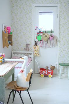 #kids #bedroom #playroom--dress up clothes and/or mirror on the back of the door