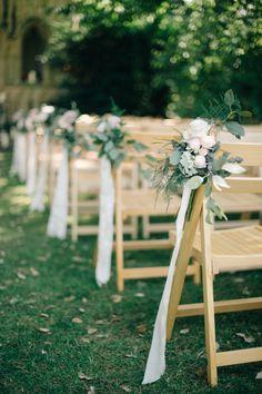 Una idea encantadora para decorar el pasillo nupcial. #decoración #boda