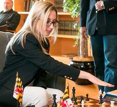 Le champion de chess USA nega-se joca con fazolet en Iran