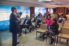 """""""El vuelo directo desde San Pablo ubica a Chubut como puerta de entrada al destino Patagonia"""" http://www.ambitosur.com.ar/el-vuelo-directo-desde-san-pablo-ubica-a-chubut-como-puerta-de-entrada-al-destino-patagonia/ Lo afirmó el secretario de Turismo, Carlos Zonza Nigro, al presentar ante operadores mayoristas del mercado local la frecuencia que comenzará a operar el 18 de octubre. La tarifa rondará los 455 dólares más impuestos. Además, se firmó un acuerdo de coope"""