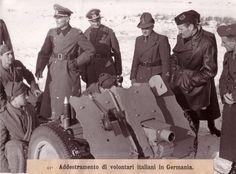 Vittorio Mussolini (en 3/4 cuir noir à droite) visite les troupes italiennes entraînées en Allemagne (hiver 43/44)