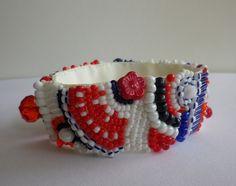 ..Armband in maritimen Farben...  Auf einem 2,5 cm breiten Ripsband habe ich in Handarbeit diese vielen Perlen einzeln aufgestickt und dabei is...