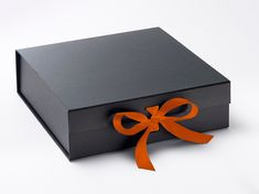 Bakery Boxes are a prime player of your bakery business in the market. We are RSF Packaging and we believe in the best packaging to make your business worthwhile by using our custom bakery boxes! Custom Printed Boxes, Custom Boxes, Mini Chandelier, Mini Pendant Lights, Large Gift Boxes, Bakery Box, Custom Packaging Boxes, Bakery Business, Cupcake Boxes