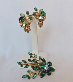 TRUE VINTAGE SIGNED PAT. PEND. PIN & CLIP EARRING SET W/TWO TONE GREEN CRYSTALS
