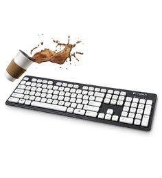 Die Tastatur, die gerne badet. Ob Sie sie nur kurz abstauben oder nass reinigen – diese abwaschbare Tastatur ist leicht zu reinigen und trocknet schnell.