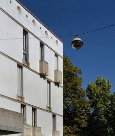 carlo scarpa, architect: casa borgo, contrà del quartiere 8, vicenza 1974-1979. street facade.