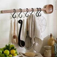 Vintage Kitchen Decor, Home Decor Kitchen, Country Kitchen, Diy Kitchen, Kitchen Ideas, Kitchen Dining, Kitchen Photos, Lemon Kitchen, Kitchen Wall Art