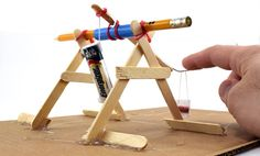 Explore #physics and #engineering with a homemade mini trebuchet! Great DIY #STEM! [Science Buddies, http://www.sciencebuddies.org/blog/2016/05/mini-trebuchet-science.php?from=Pinterest] #familyscience #scienceproject