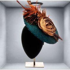 Plato Azul Petróleo Kentucky Derby Race, Kensington And Chelsea, Cocktail Hat, Fascinators, Hats For Women, Different Colors, Mad, Give It To Me, Wraps
