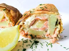 Lachs-Kartoffel-Strudel - FoodForFamily Fish And Seafood, Salmon Burgers, Food Inspiration, Meal Planning, Veggies, Food And Drink, Low Carb, Healthy Recipes, Healthy Food