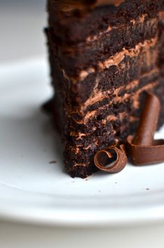 Fudge Mountain Cake Recipe ~ it's fabulous!  Supposed to be like Country Kitchens chocolate cake.  We shall see.