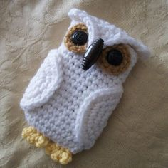 Crochet Phone Such a cute, fun, and quick pattern! Can be easily adapted to fit any size phone. I named my white one Hedwig ;) - Such a cute, fun, and quick pattern! Can be easily adapted to fit any size phone. I named my white one Hedwig ; Owl Crochet Patterns, Crochet Owls, Crochet Purses, Crochet Gifts, Cute Crochet, Knit Crochet, Knitting Patterns, Crochet Ideas, Crochet Owl Purse