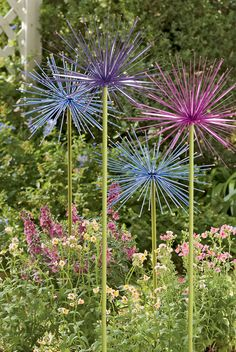 Everlasting Alliums Are Always in Bloom: Periwinkle Blue, Petal Pink or Purple. - Everlasting Alliums Are Always in Bloom: Periwinkle Blue, Petal Pink or Purple. Garden Art, Garden Projects, Plants, Garden Crafts, Beautiful Flowers, Outdoor Gardens, Flowers, Metal Flowers Garden, Beautiful Gardens