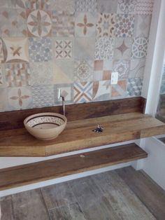 Tampo de madeira de demolicao fabricado por HTA MOVEIS Moroccan Tiles, Barbacoa, Art Decor, Home Decor, Small Bathroom, Minimalism, Toilet, Home Improvement, Sweet Home