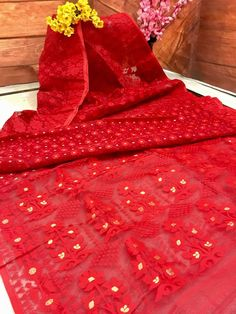 This is too gorgeous to handle, too elegant to ignore. A Red Dhakai Jamdani is perfect for anyone of any age. It's a must-have for your summer wardrobe. Blue Silk Saree, Indian Silk Sarees, Chiffon Saree, Saree Dress, Dhakai Jamdani Saree, Kanchipuram Saree, Saree Designs Party Wear, Saree Blouse Designs, Chicken Clothes