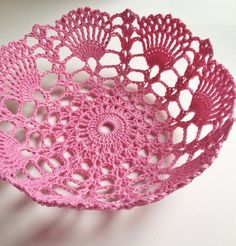 Coroa da princesa We are want to say thanks if you like to share this post to another people via your Crochet Motifs, Crochet Flower Patterns, Crochet Stitches Patterns, Crochet Doilies, Knitting Patterns, Crochet Bowl, Bead Crochet, Crochet Crafts, Crochet Lace