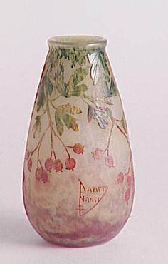 Hawthorne Berry vase by Daum Freres | 1910 | Glass | Musée des Beaux-Arts de Nancy