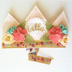 Sombrero+de+cumpleaños+de+corona+de+flor+de+primavera+por+mosey
