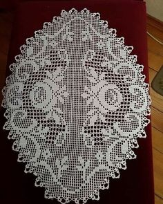 No photo description available. Crochet Doily Diagram, Filet Crochet Charts, Crochet Doily Patterns, Crochet Art, Thread Crochet, Crochet Stitches, Knitting Patterns, Crochet Dollies, Crochet Purses