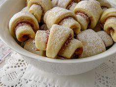 עוגיות ריבה מגולגלות (רוגלך פריך) - ריח של בית Sweets Recipes, Cake Recipes, Cooking Recipes, Sweet Cookies, Cake Cookies, Cookie Bars, Cookie Dough, Israeli Food, Mini Cakes