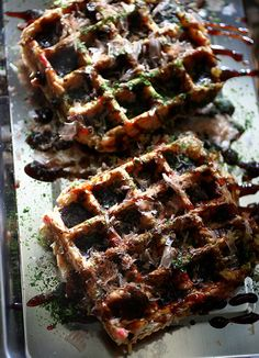 Okonomiyaki Waffle  Create a pancake with a waffle maker. Ingredient: - Flour, eggs, juice soup, cabbage, red ginger · Bonito, green seaweed, deep-fried tempura batter, shrimp, pork, yam kelp