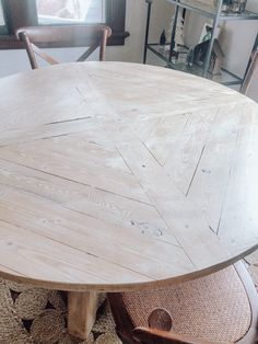 Farmhouse Dining Table Set, Round Outdoor Dining Table, Diy Dining Room Table, Round Wood Dining Table, Farmhouse Furniture, Round Kitchen Tables, Round Tables, Diy Esstisch, Repurposed Furniture