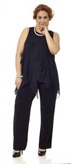 Up your jumpsuit game with hundreds of styles and finishes for any occasion. Explore our women's jumpsuit collection now for a super effortless look. Vestidos Plus Size, Plus Size Dresses, Plus Size Outfits, Curvy Fashion, Look Fashion, Plus Fashion, Plus Size Fashion For Women, Plus Size Women, Modelos Plus Size