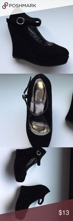 Cute wedges for sale They are black wedges. Size 7. I have worn before once. Sole is in excellent condition. It is velvet in texture of shoe. Does have tiny scratch on tip of shoe. Happy to answer any questions you may have. Thank you. delicacy Shoes Wedges