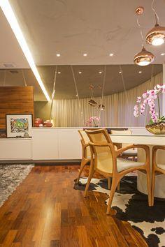 Projeto residencial na cidade de Santos  #home  #interiordesign #felipetorelli #industrial #mirror #wood #wallmirror  #designweek #art #cooldesign #furniture #decor #decoration #style #vintage #contemporany #coolplace #livingdecor www.felipetorelli.com.br