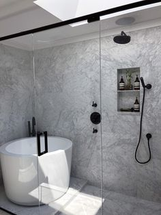 Diwali Home Decor Ideas 37 Gorgeous Bathroom Tub Shower Combo Design Ideas Small Soaking Tub, Japanese Soaking Tubs, Small Bathtub, Bathroom Small, Master Bathrooms, Japanese Soaker Tub, Luxury Bathrooms, Modern Bathrooms, Bathtubs For Small Bathrooms