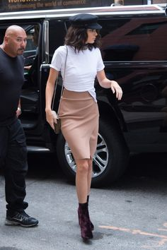 """""""September 2016 - Out in New York City, NY."""" Credits to kendallkeek Street Style 2016, Kendall Jenner, New York City, Leather Skirt, High Waisted Skirt, Skirts, September, Models, Fashion"""