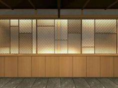 Japanese Restaurant Interior, Japan Interior, Cafe Interior Design, Restaurant Design, Interior And Exterior, Japanese Screen, Japanese Modern, Japanese Sliding Doors, Zen Interiors