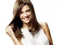 Joana Ribeiro Glamour, Long Hair Styles, Beauty, Ladybug, Long Hairstyle, Long Haircuts, The Shining, Long Hair Cuts, Beauty Illustration