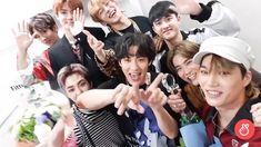 Happy fun🏆👑 thank you EXO-l💛💛 Kyungsoo, Kaisoo, Chanyeol, Exo Group Photo, Exo 2014, O Tv, Same Old Love, Exo Lockscreen, Exo Do
